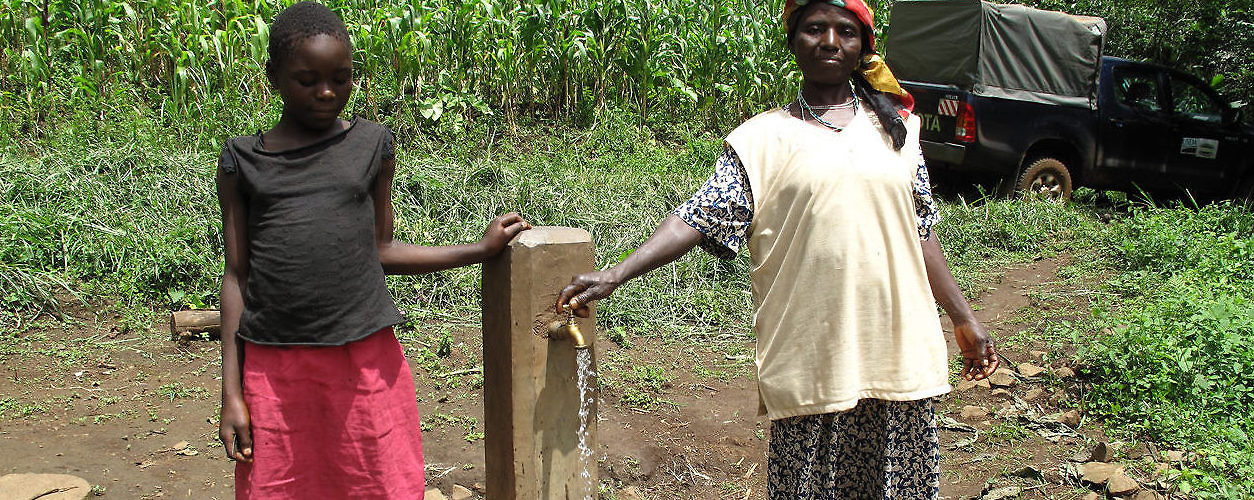Women stand by a standpipe provided by the Agricultural and Tree Products Program established in Cameroon. (Flickr)